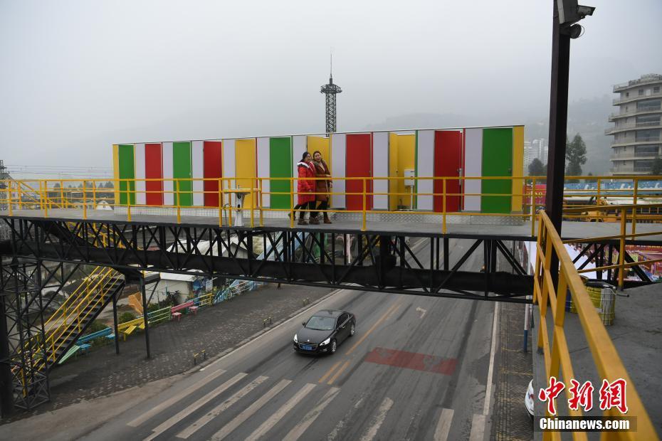 "4166.com金沙:重庆天桥上建无性别公厕_网友称是""空中厕所"""