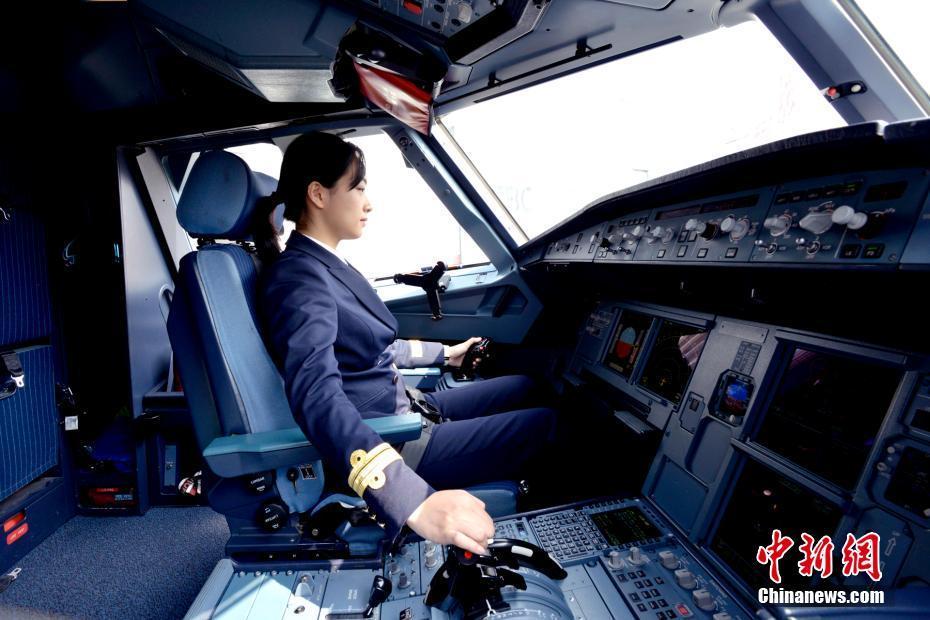 金沙国际棋牌娱乐:明明有颜值偏要展才华_安徽迎首位女飞行员
