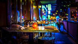 书店、驻唱、画师…… 文化元素让夜经济更