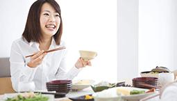 总用一侧牙吃饭 影响面容伤听力